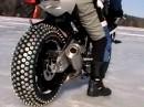 Sportovní motorka na ledě
